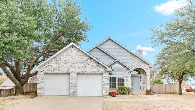 Photo 1 of 24 - 5800 Shady Springs Trl, Fort Worth, TX 76179