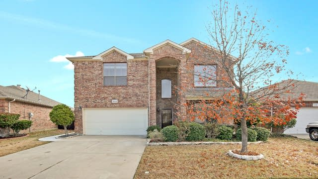 Photo 1 of 31 - 9948 Butte Meadows Dr, Fort Worth, TX 76177