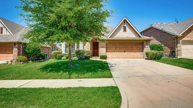 Photo 1 of 33 - 613 Kearley Dr, Fate, TX 75087