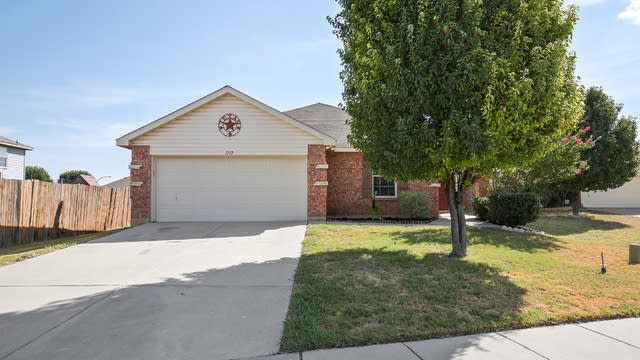 Photo 1 of 25 - 1112 Day Dream Dr, Haslet, TX 76052