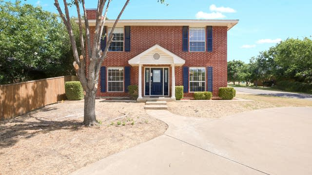 Photo 1 of 26 - 300 W Broadway St, Kennedale, TX 76060