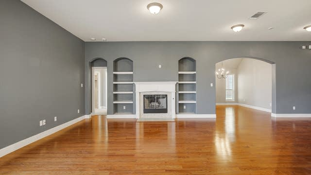 Photo 1 of 23 - 305 Goldfield Ln, Fort Worth, TX 76108