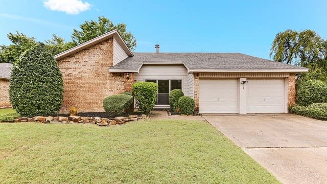 Photo 1 of 26 - 3621 Windsong Ln, Bedford, TX 76021