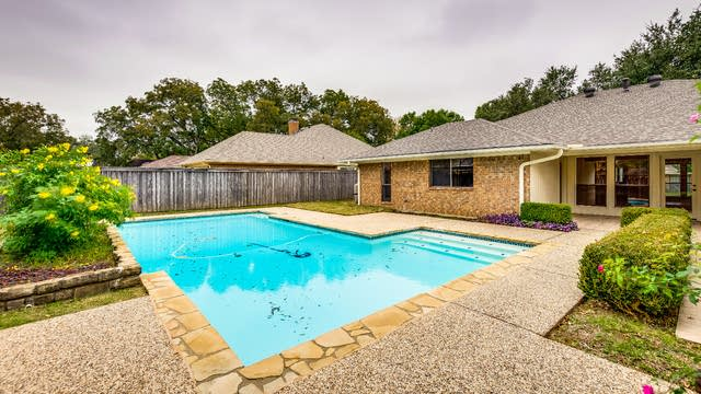 Photo 1 of 24 - 6110 Raleigh Dr, Garland, TX 75044