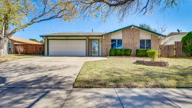 Photo 1 of 16 - 3120 Wayfarer Rd, Bedford, TX 76021