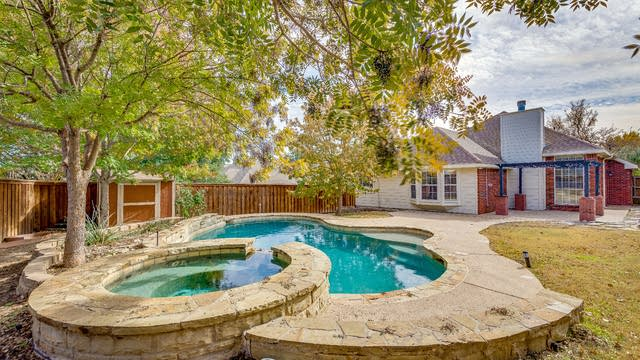 Photo 1 of 21 - 4613 Tanque Dr, Fort Worth, TX 76137