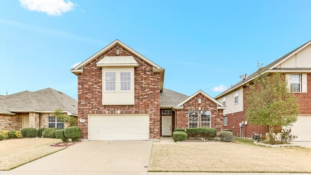 Photo 1 of 25 - 4517 Hickory Meadows Ln, Fort Worth, TX 76244