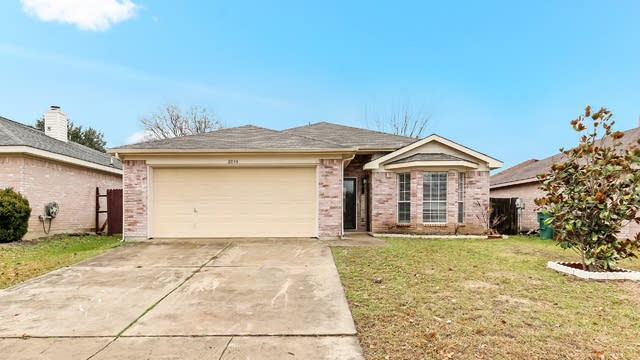 Photo 1 of 22 - 8044 Cannonwood Dr, Fort Worth, TX 76137