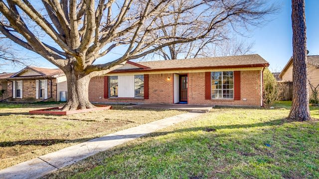 Photo 1 of 18 - 802 Roaming Road Dr, Allen, TX 75002