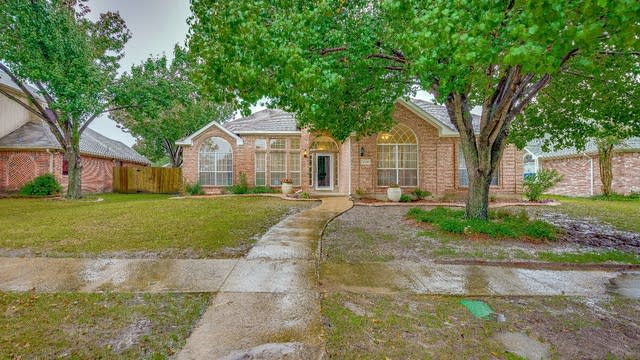 Photo 1 of 22 - 2310 Wellesly Rd, Rowlett, TX 75089