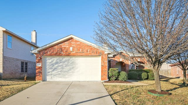 Photo 1 of 25 - 5905 McKaskle Dr, Fort Worth, TX 76119