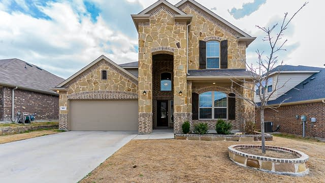 Photo 1 of 31 - 821 Skytop Dr, Haslet, TX 76052