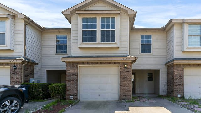 Photo 1 of 27 - 12630 Bay Ave, Euless, TX 76040