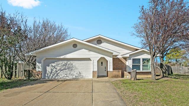 Photo 1 of 25 - 3409 N Sage Ct, Bedford, TX 76021