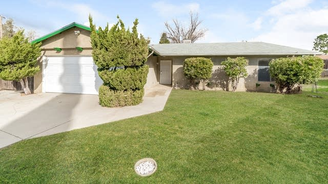 Photo 1 of 25 - 40470 Rome Beauty Way, Cherry Valley, CA 92223