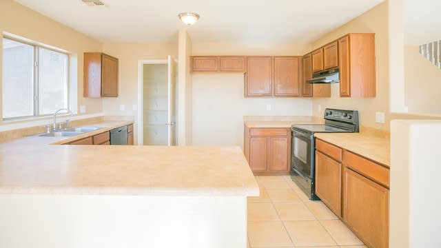 Photo 1 of 20 - 10735 W Coolidge St, Phoenix, AZ 85037