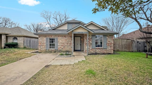 Photo 1 of 26 - 4804 Thistledown Dr, Fort Worth, TX 76137