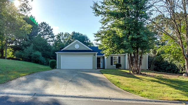 Photo 1 of 16 - 3108 Waterford Ct, Woodstock, GA 30188