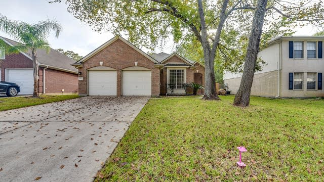 Photo 1 of 23 - 16907 Summerfield Ridge Dr, Sugar Land, TX 77498
