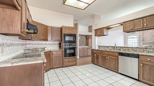 Photo 1 of 24 - 9934 Tezel Rd, San Antonio, TX 78254