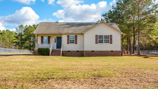 Photo 1 of 13 - 123 Sommerset Dr, Clayton, NC 27520