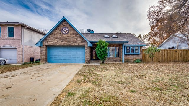 Photo 1 of 20 - 3213 Meadowview Dr, Corinth, TX 76210