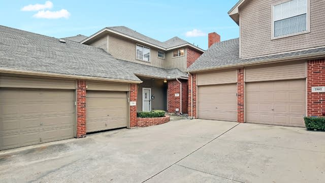 Photo 1 of 24 - 2504 Pinegrove Cir, Arlington, TX 76006
