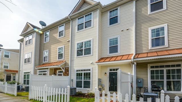 Photo 1 of 13 - 11720 Coppergate Dr #105, Raleigh, NC 27614