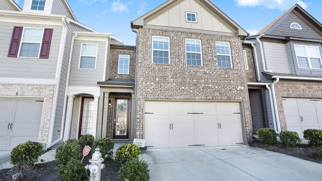 Photo 1 of 16 - 3375 Clear View Dr, Snellville, GA 30078