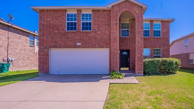 Photo 1 of 36 - 4321 Kyleigh Dr, Fort Worth, TX 76123