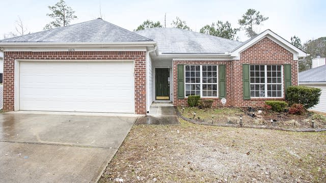 Photo 1 of 17 - 10131 Deep Creek Dr, Union City, GA 30291