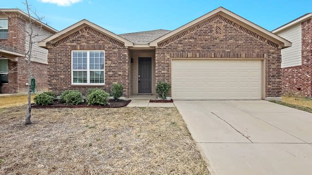 Photo 1 of 25 - 5001 Caraway Dr, Fort Worth, TX 76179