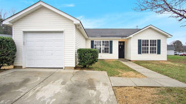 Photo 1 of 16 - 3306 Nevin Brook Rd, Charlotte, NC 28269