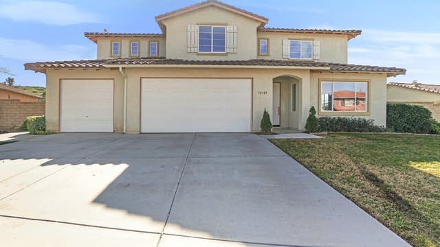 Photo 1 of 17 - 32309 Pink Carnation Ct, Winchester, CA 92596