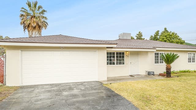 Photo 1 of 17 - 2317 Cottonwood Rd, Banning, CA 92220