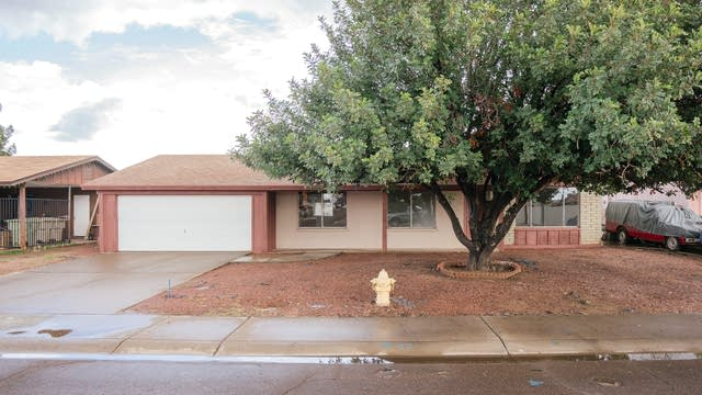 Photo 1 of 18 - 5207 N 77th Dr, Glendale, AZ 85303