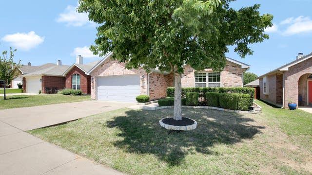 Photo 1 of 25 - 3725 Hazel Dr, Fort Worth, TX 76244