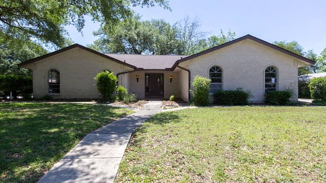 Photo 1 of 20 - 546 Balfour Dr, Windcrest, TX 78239