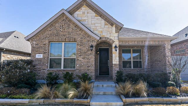 Photo 1 of 28 - 913 10th St, Argyle, TX 76226