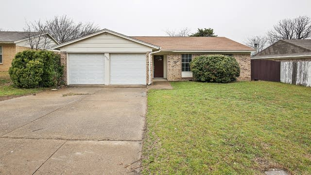 Photo 1 of 23 - 9924 Runnymeade Pl, Fort Worth, TX 76108