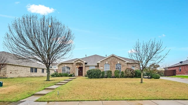 Photo 1 of 25 - 1004 Ashland Dr, Forney, TX 75126