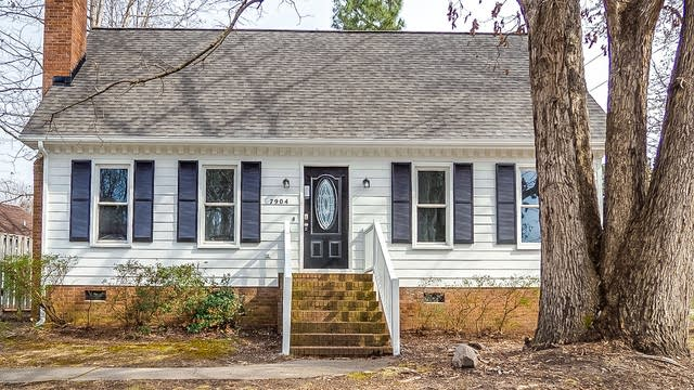 Photo 1 of 28 - 7904 Round Oak Rd, Raleigh, NC 27616