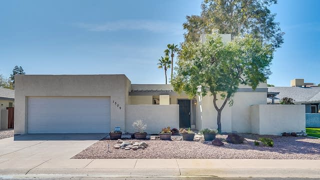 Photo 1 of 20 - 1509 W Ileso Cir, Mesa, AZ 85202