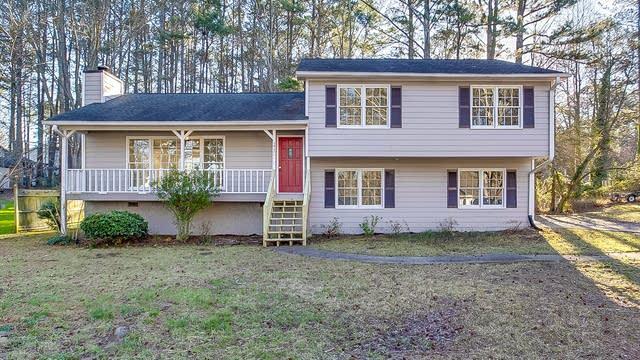 Photo 1 of 24 - 2425 Hillboro Cir SW, Marietta, GA 30064