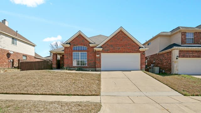 Photo 1 of 25 - 7900 Stansfield Dr, Fort Worth, TX 76137