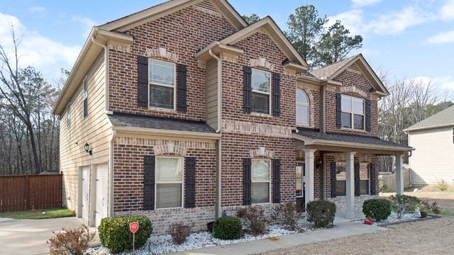 Photo 1 of 17 - 1490 English Manor Cir, Stone Mountain, GA 30087
