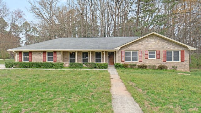 Photo 1 of 16 - 2704 Hickory Trl, Snellville, GA 30078