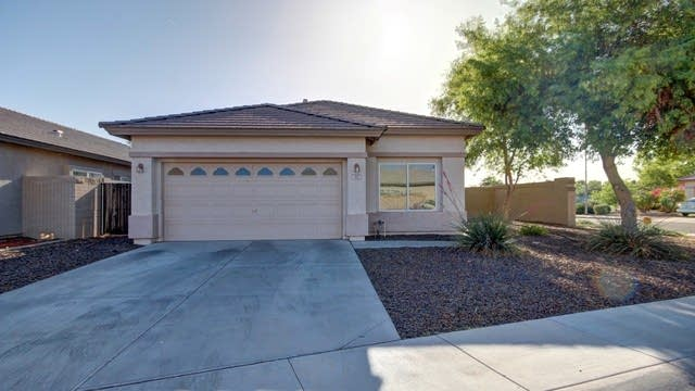 Photo 1 of 26 - 302 S 117th Dr, Avondale, AZ 85323