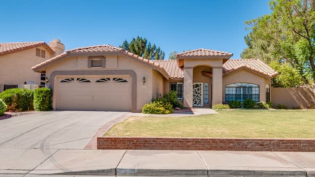 Photo 1 of 20 - 820 W Emerald Island Dr, Gilbert, AZ 85233