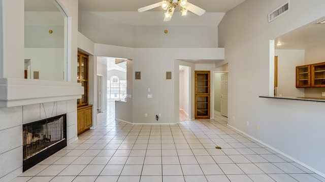 Photo 1 of 28 - 872 N Pineview Dr, Chandler, AZ 85226